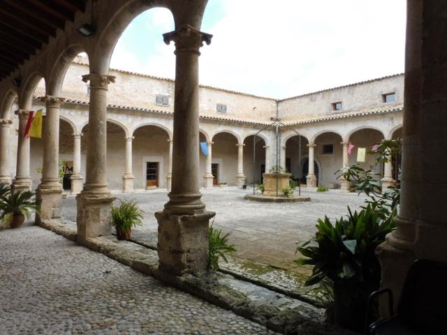 Claustre de Sant Francesc, Sineu