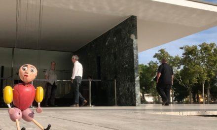 'Les Aventures del Petit Geperut', titelles de la Bauhaus amb Christian Fuchs al Pavelló Mies van der Rohe.